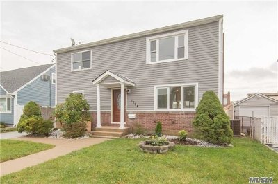 East Meadow Single Family Home For Sale: 1784 Albermarle Ave