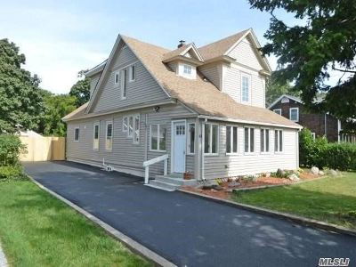 Sayville Single Family Home For Sale: 41 Hampton St