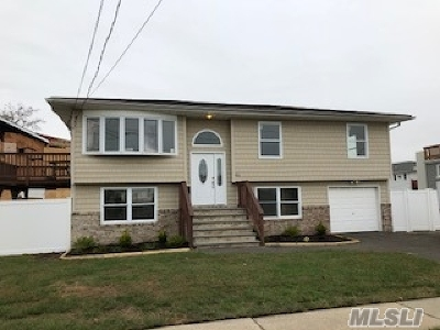 Lindenhurst Single Family Home For Sale: 46 W Saltaire Rd
