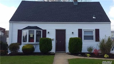 Levittown Single Family Home For Sale: 199 Shelter Ln