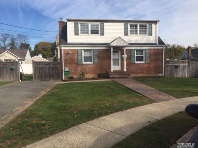 East Meadow Single Family Home For Sale: 2479 Rugby St