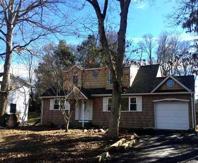 Hauppauge Single Family Home For Sale: 46 Falcon Dr