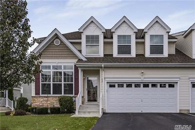 Medford Condo/Townhouse For Sale: 137 Augusta Dr