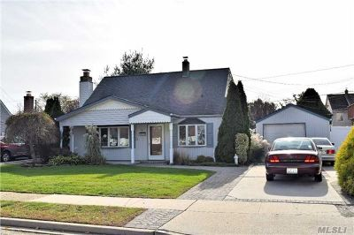 Levittown Single Family Home For Sale: 50 Butternut Ln