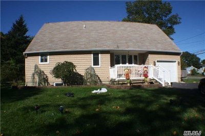 Holbrook Single Family Home For Sale: 1 Brian St