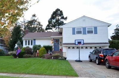 Garden City Single Family Home For Sale: 4 Seabury Rd