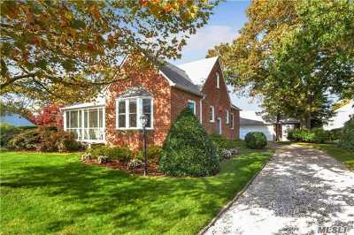Islip Single Family Home For Sale: 41 Harbor Ave