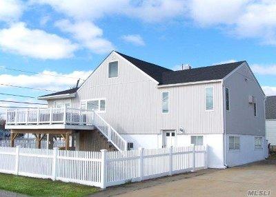 Lindenhurst Single Family Home For Sale: 257 E Riviera Dr