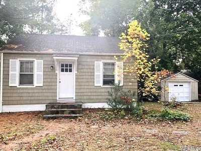 Smithtown Single Family Home For Sale: 241 Larch Ln