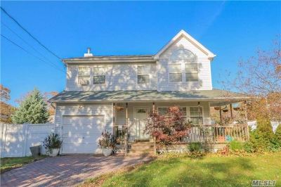 Wyandanch Single Family Home For Sale: 125 Commonwealth Dr