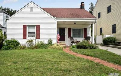 Williston Park Single Family Home For Sale: 39 Cross St