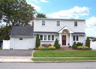 Hicksville Single Family Home For Sale: 5 North Dr