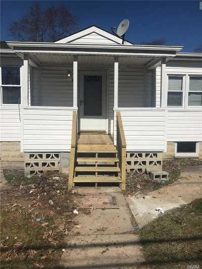 Wyandanch Single Family Home For Sale: 25 Jamaica Ave
