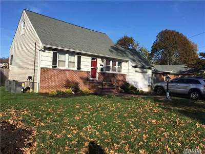 West Islip Single Family Home For Sale: 121 W 2nd St