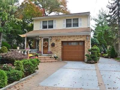 Malverne Single Family Home For Sale: 42 Adair Ct