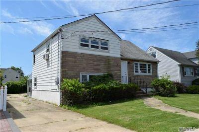 Freeport Single Family Home For Sale: 53 Layton St