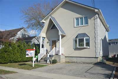 Freeport Single Family Home For Sale: 105 Stirling Ave