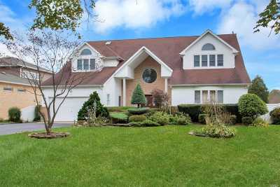 West Islip Single Family Home For Sale: 285 Willetts Ln