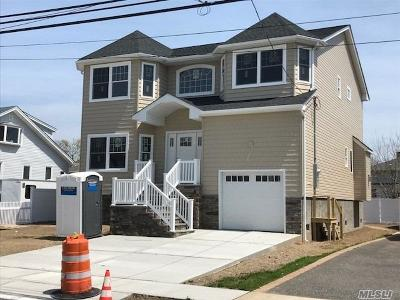 Freeport Single Family Home For Sale: 365 Roosevelt Ave