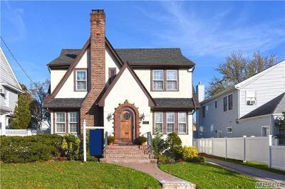 Lynbrook Single Family Home For Sale: 306 Earle Ave