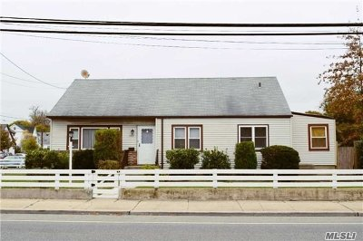 Bellmore Single Family Home For Sale: 2397 Newbridge Rd
