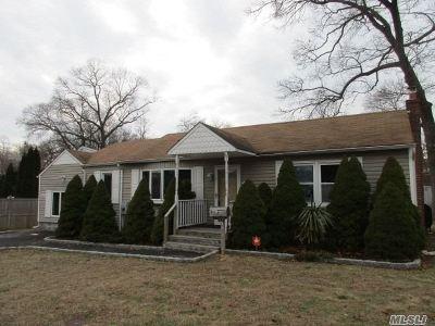 Lake Ronkonkoma Single Family Home For Sale: 51 Woodland St