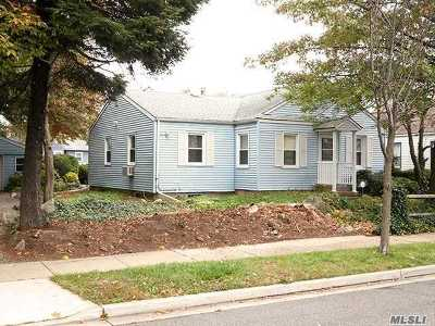 Westbury NY Single Family Home For Sale: $488,000