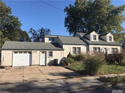 Lindenhurst Single Family Home For Sale: 57 Laurel Rd