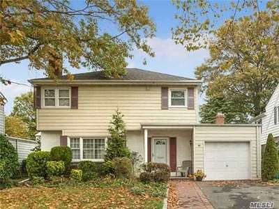 Rockville Centre Single Family Home For Sale: 53 Muirfield Rd