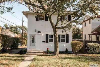 Lindenhurst Single Family Home For Sale: 42 Madison Dr