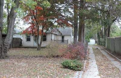 Huntington Single Family Home For Sale: 70 4th Ave