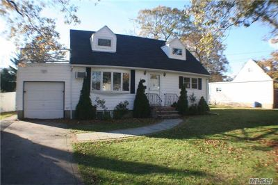 Lake Ronkonkoma Single Family Home For Sale: 44 Ackerly Ln