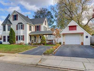 Levittown Single Family Home For Sale: 2 Sheep Ln