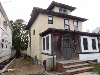 Lynbrook Single Family Home For Sale: 22 Devine St