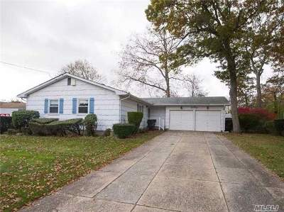 Lake Ronkonkoma Single Family Home For Sale: 22 Harvey Ln