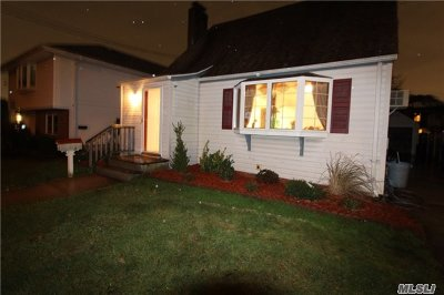 Nassau County Single Family Home For Sale: 64 Raymond St