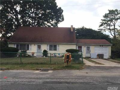 Wyandanch Single Family Home For Sale: 48 S 20th St