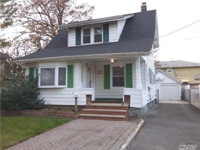 Nassau County Single Family Home For Sale: 70 N Grove St
