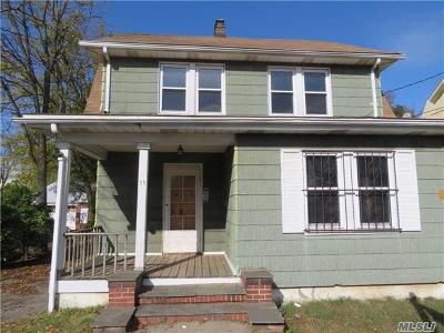 Nassau County Single Family Home For Sale: 39 Totten St