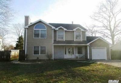 Islip Single Family Home For Sale: 92 Lake St