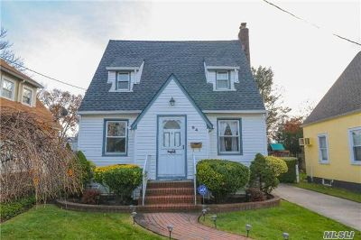 Lynbrook Single Family Home For Sale: 94 Lawrence Ave