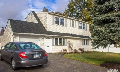 Nassau County Single Family Home For Sale: 23 Friends Ln