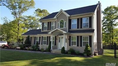 Suffolk County Single Family Home For Sale: 3 Sabrina Dr
