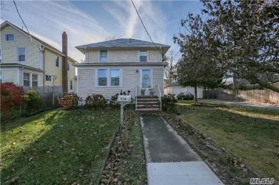 Suffolk County Single Family Home For Sale: 919 Roanoke Ave