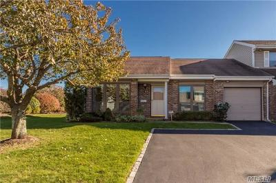 Suffolk County Condo/Townhouse For Sale: 51 W Pond Ct