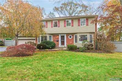 Smithtown Single Family Home For Sale: 37 Brooksite Dr