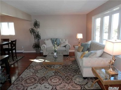 Oceanside Single Family Home For Sale: 249 Anchor Ave