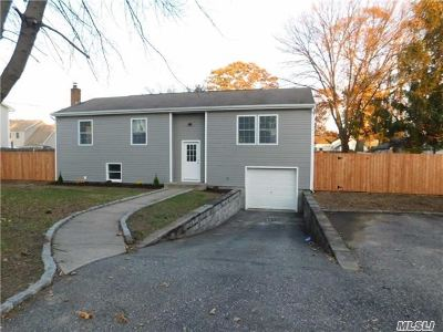 Centereach Single Family Home For Sale: 17 Gould Rd