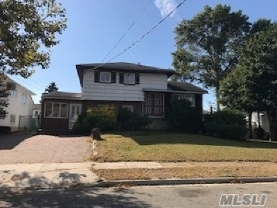 Bellmore Single Family Home For Sale: 2514 Riviera Ln