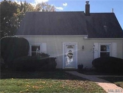 Levittown Single Family Home For Sale: 18 Balsam Ln